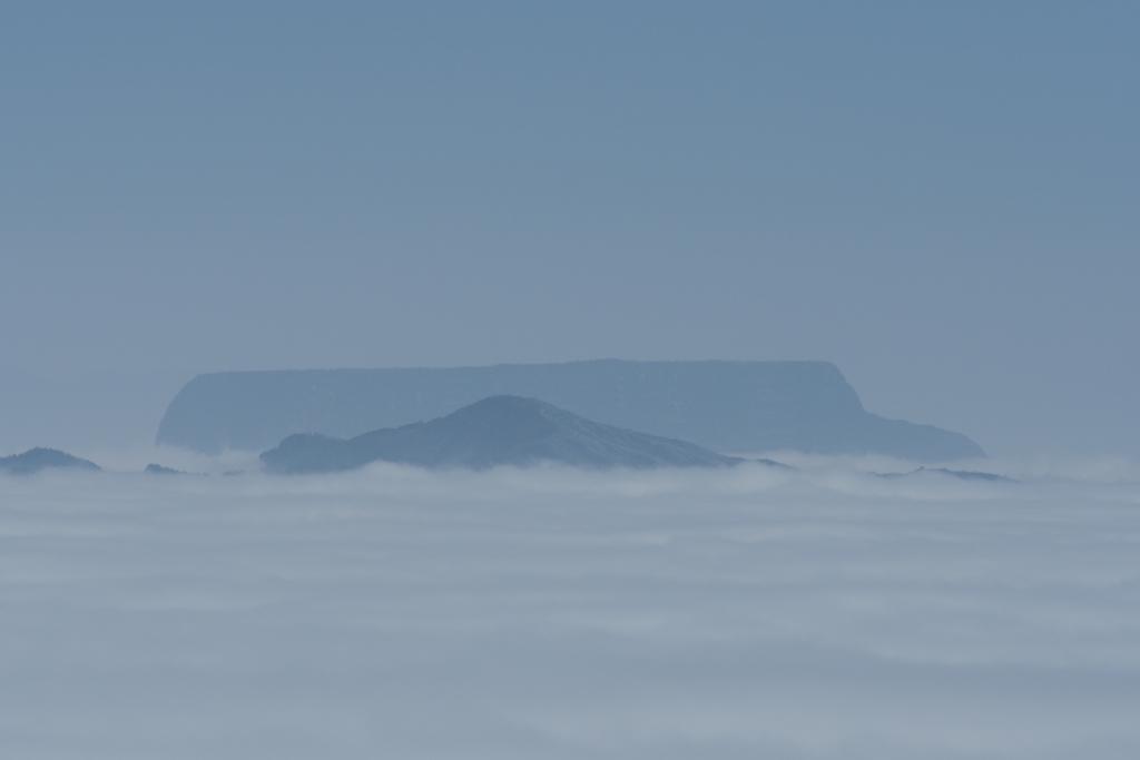 雲の上の峨眉山