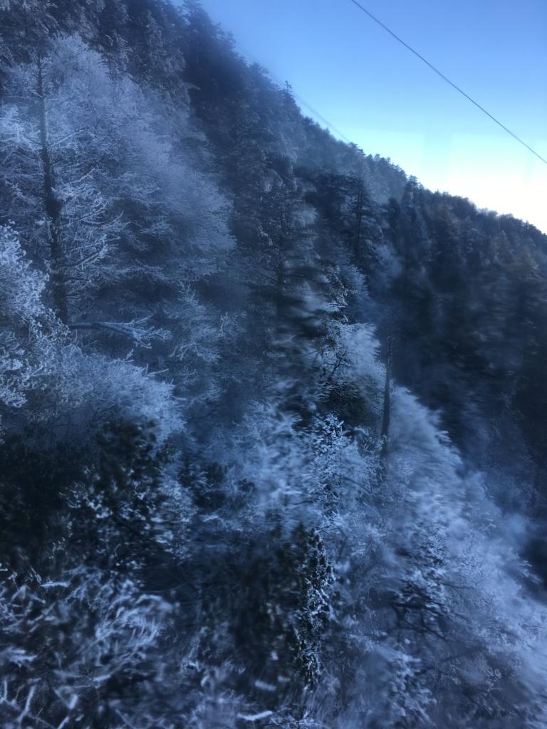 峨嵋山ロープ―ウェイの中