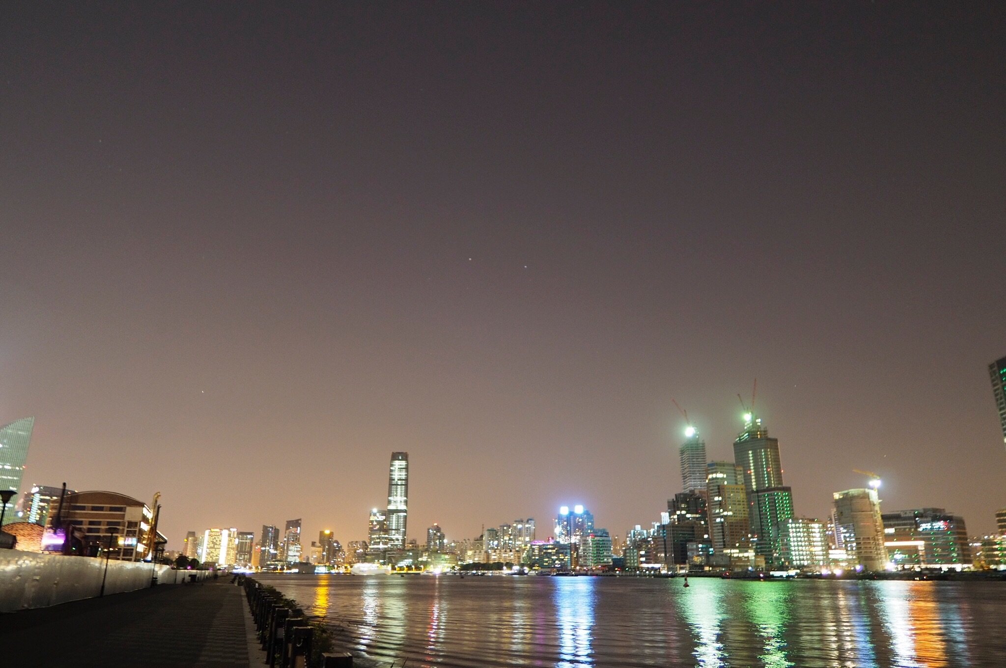 黄浦江のほとり