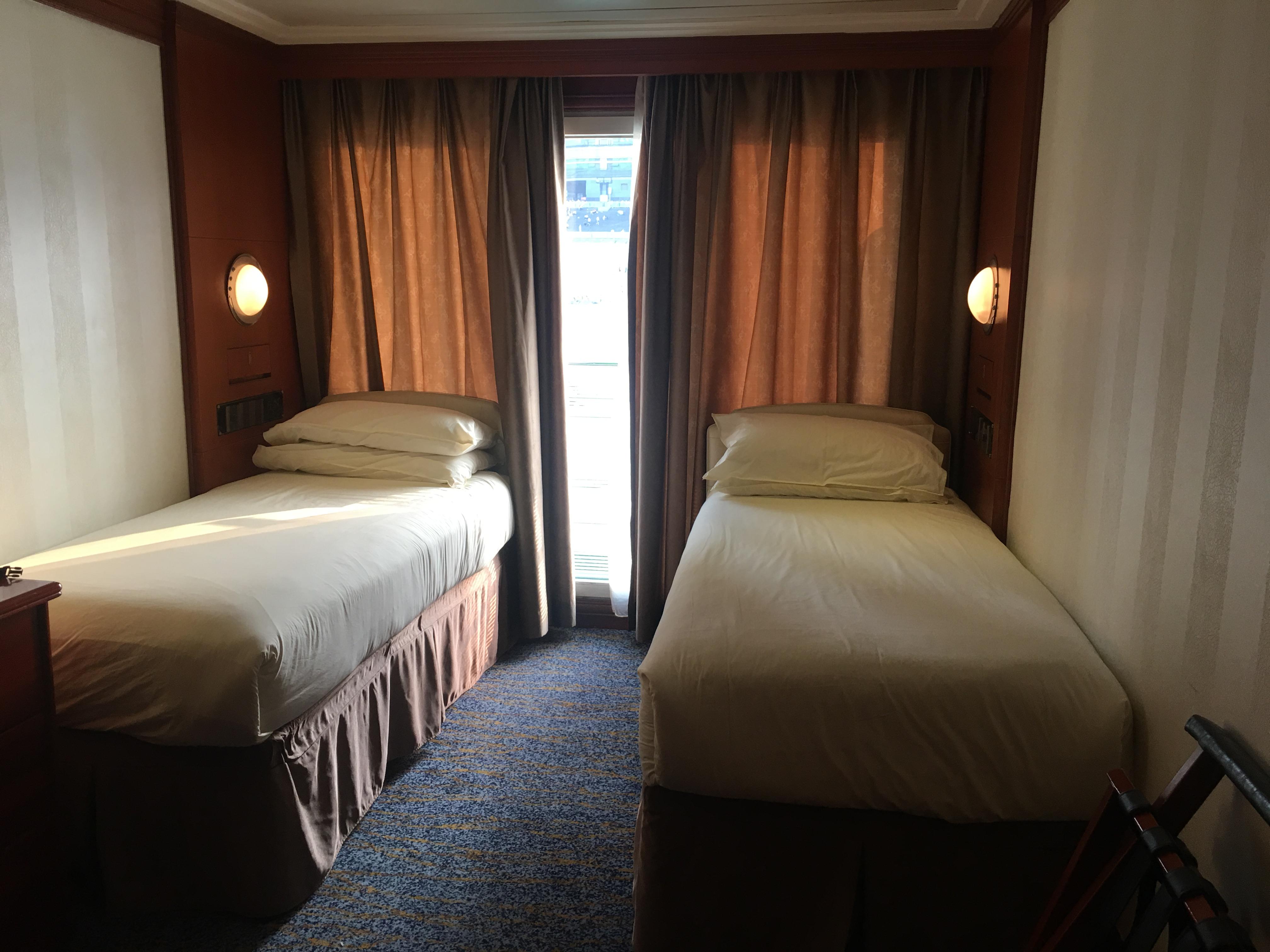 Victoria Cruises号