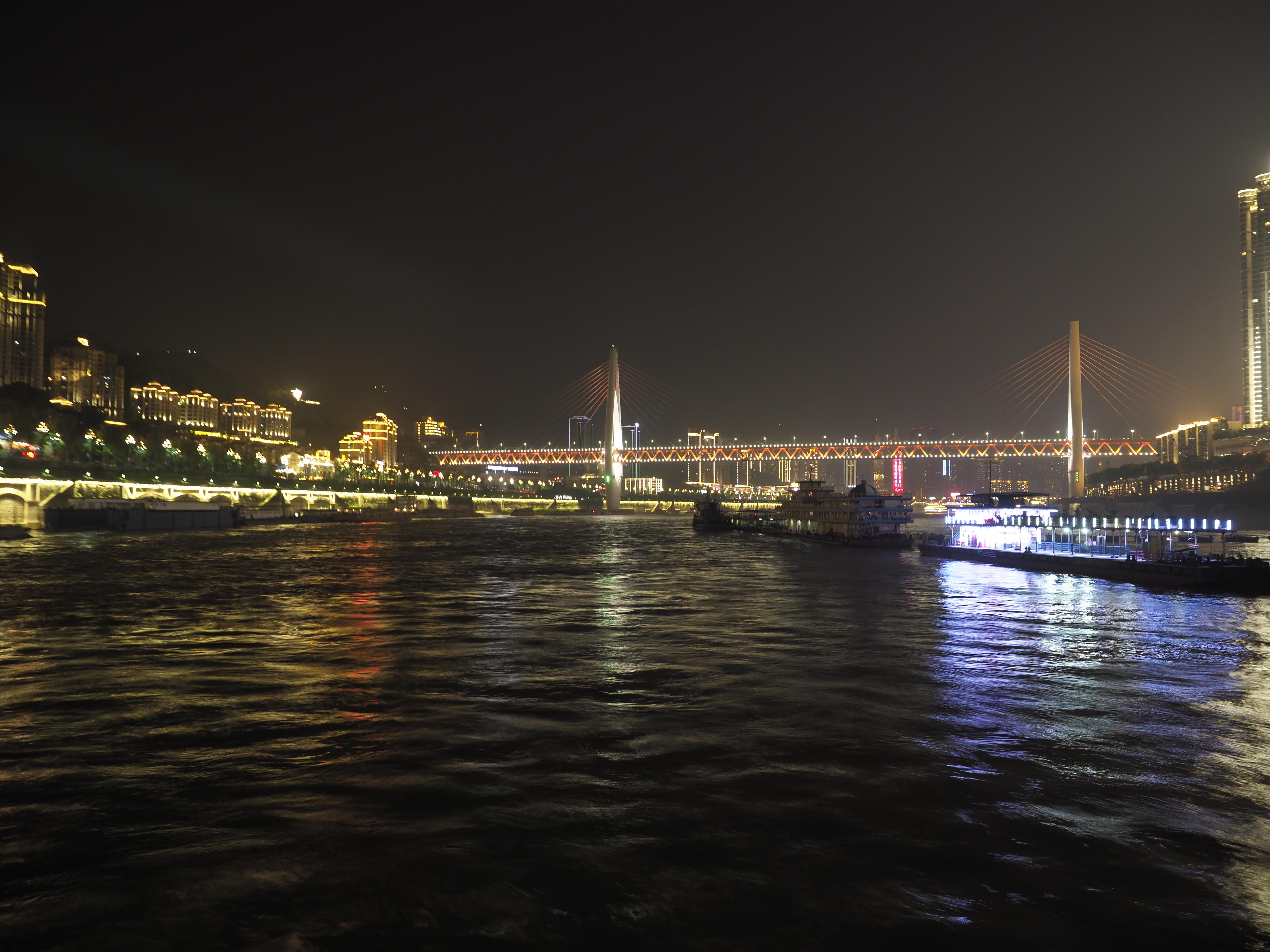 船上からの重慶の夜景