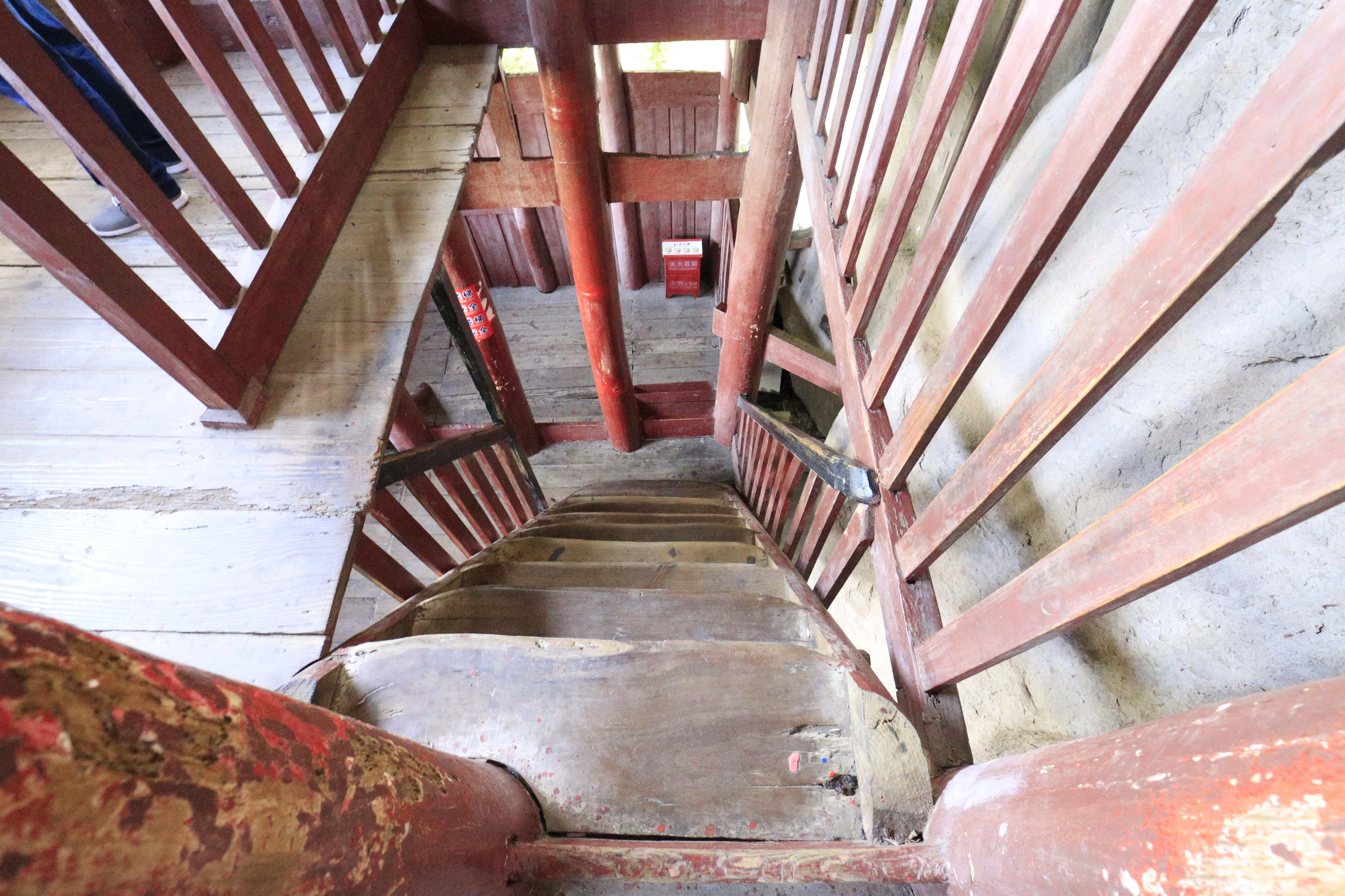 石宝寨の塔階段