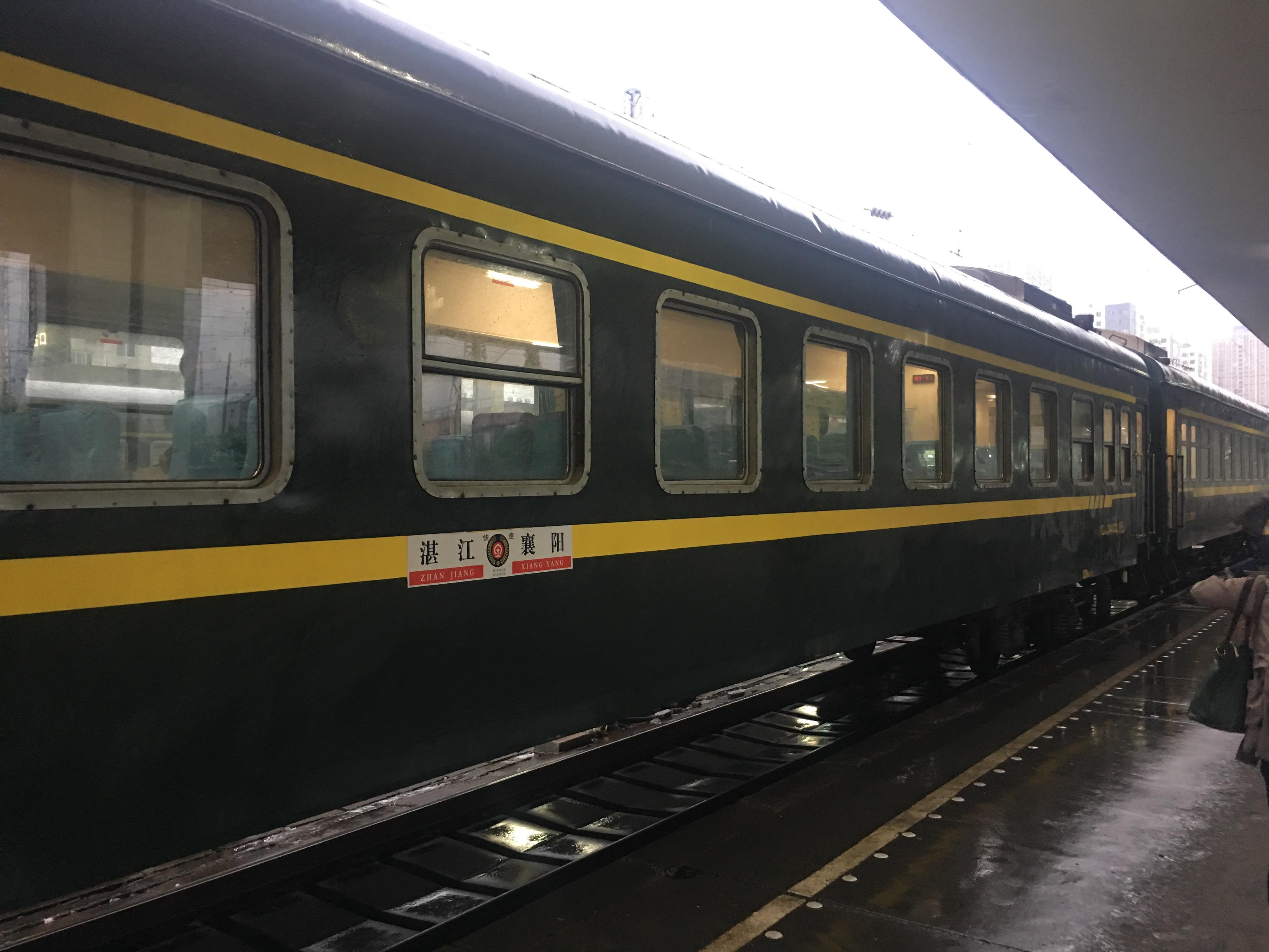 宜昌東駅鈍行列車