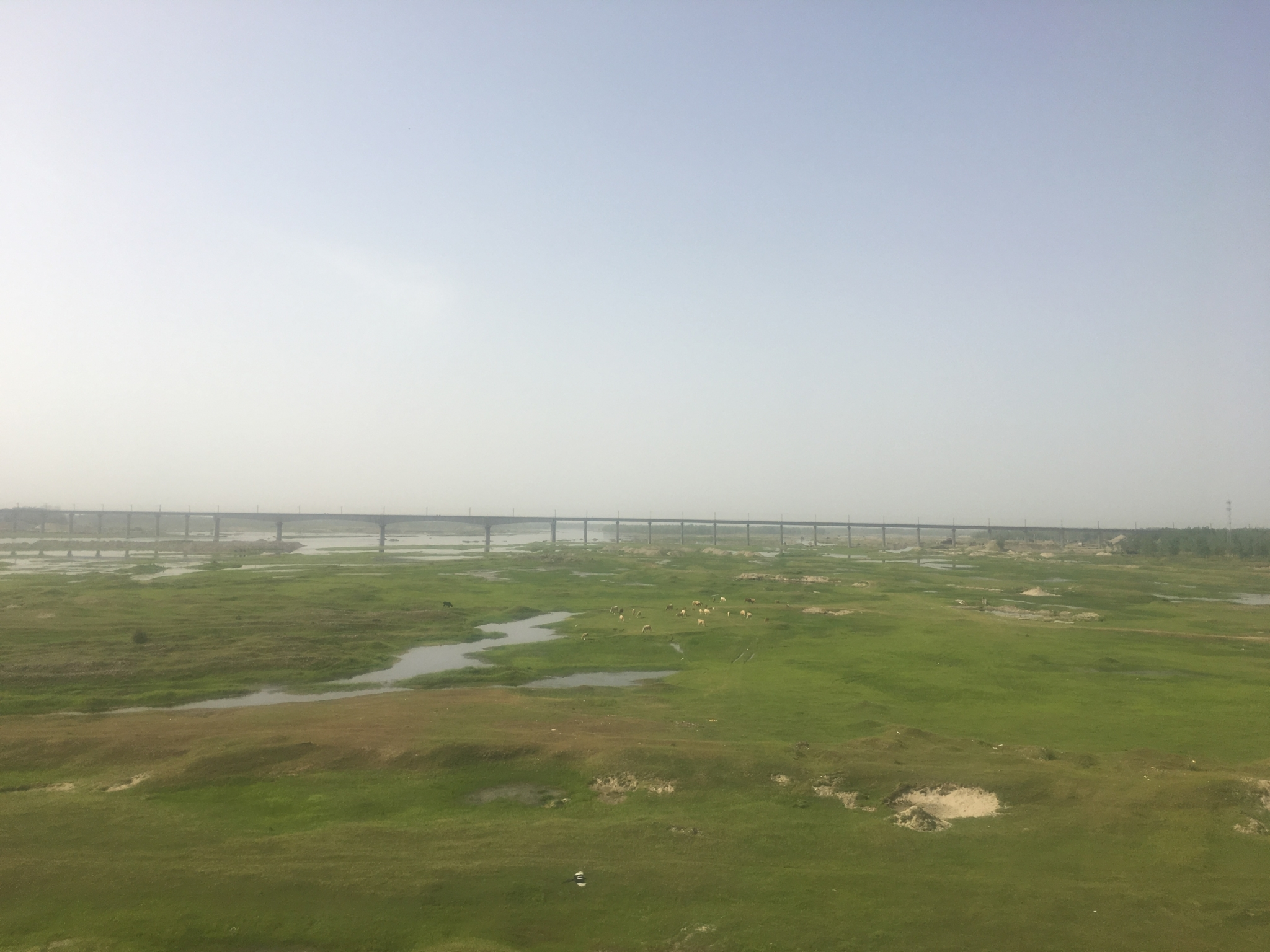 高速鉄道の車窓からの景色