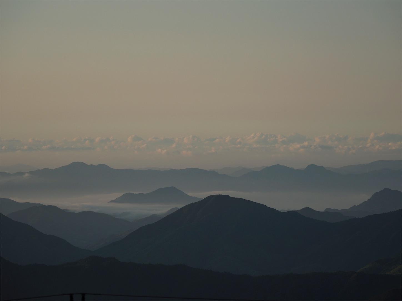 遠くの雲海