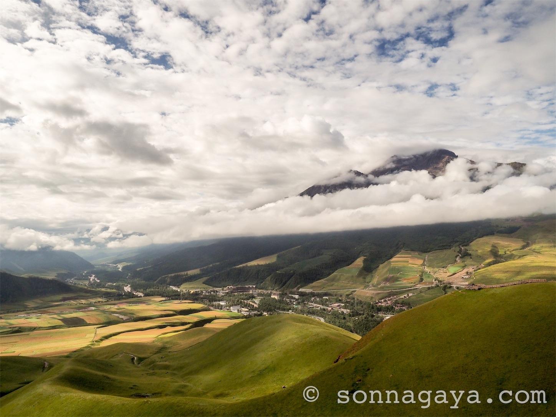 祁連-卓尔山雲と山