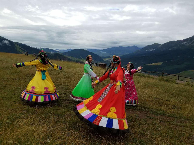 祁連-卓尔山民族衣装の踊り