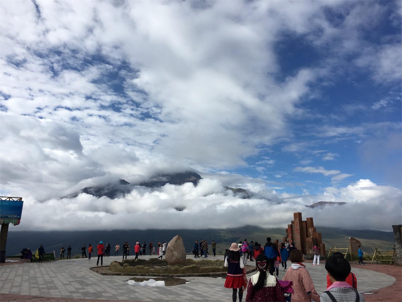 祁連-卓尔山-山の雲が晴れてきました。