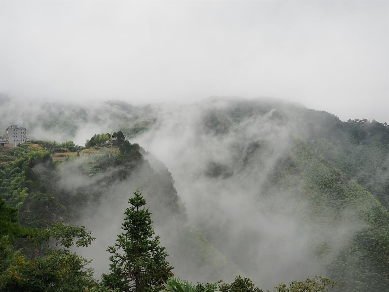 南尖岩・雲海(晴れてきた)