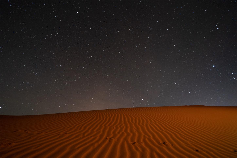 砂漠と星空