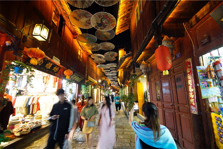 麗江古城街傘