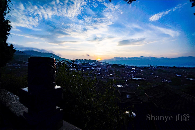 麗江古城の朝日
