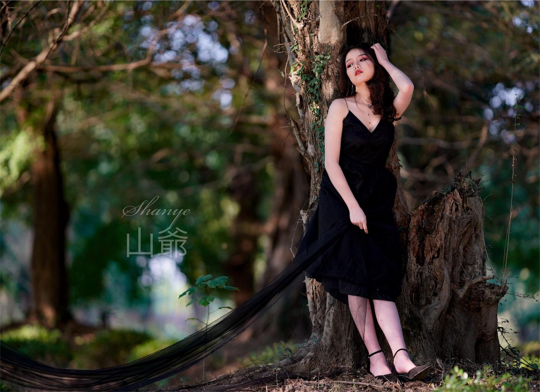森の中の美女・ポートレート写真3・α7S2