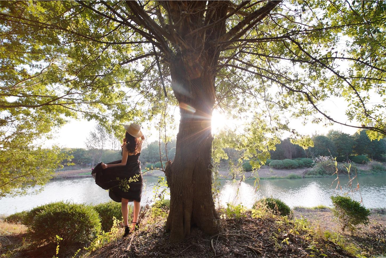 森の中の美女と太陽・ポートレート写真3・α7S2・LAOWA15mmF2-Zero-D
