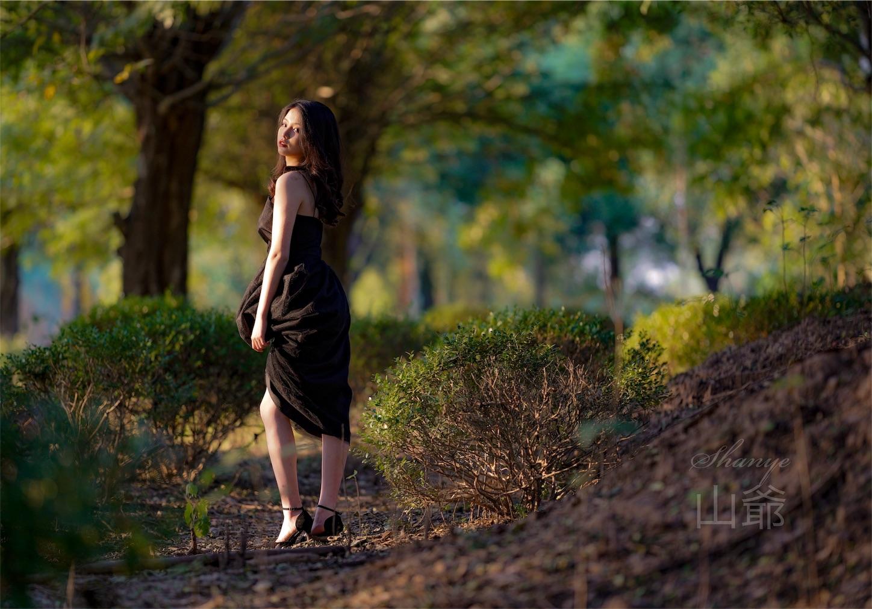 森の中の美女・ポートレート写真5・α7S2
