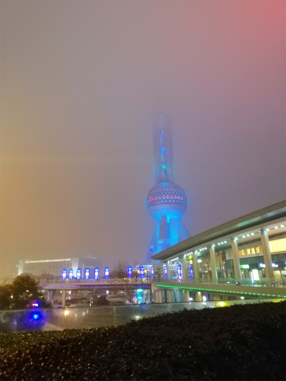 霧の中の夜景