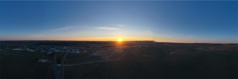 草原の朝日