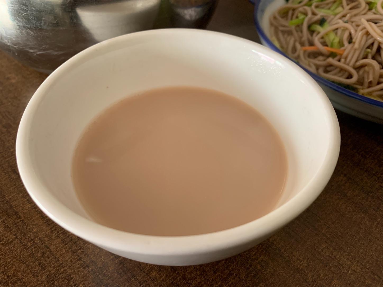 草原の食事ミルクティ