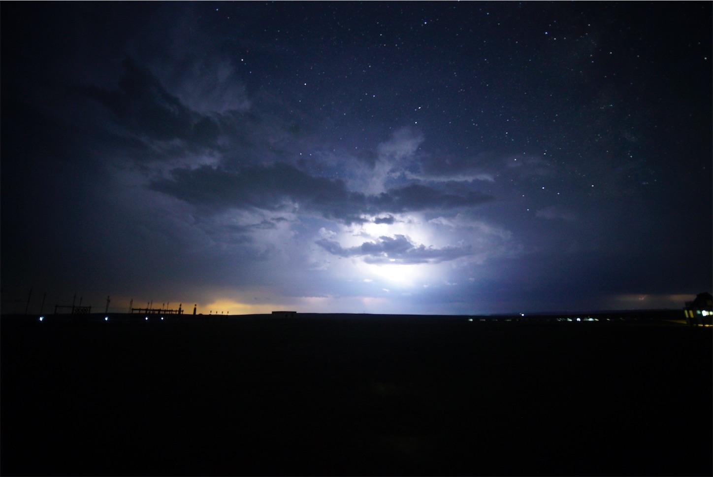 雷の中夜空