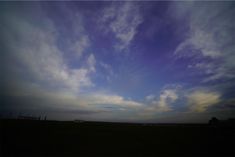 草原の青い空