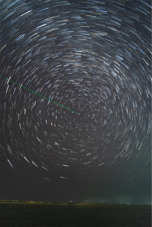 北の空の星の軌跡