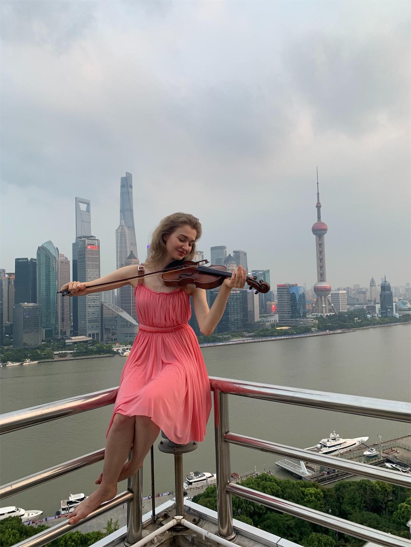 上海の風景でポートレート夕方