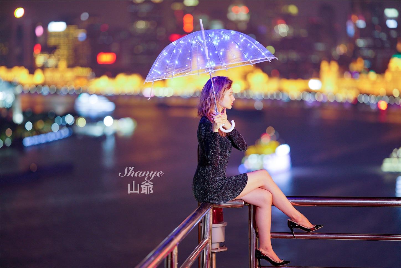 上海夜景と金髪美女