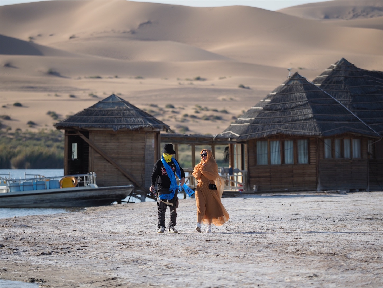 腾格里沙漠(トングリ砂漠)のオアシス
