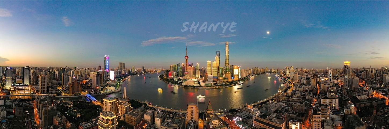 ドローンで撮影した上海外灘と上海浦東のビルと黄浦江