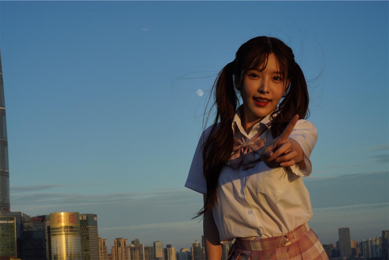 上海外灘ポートレート夕日と月