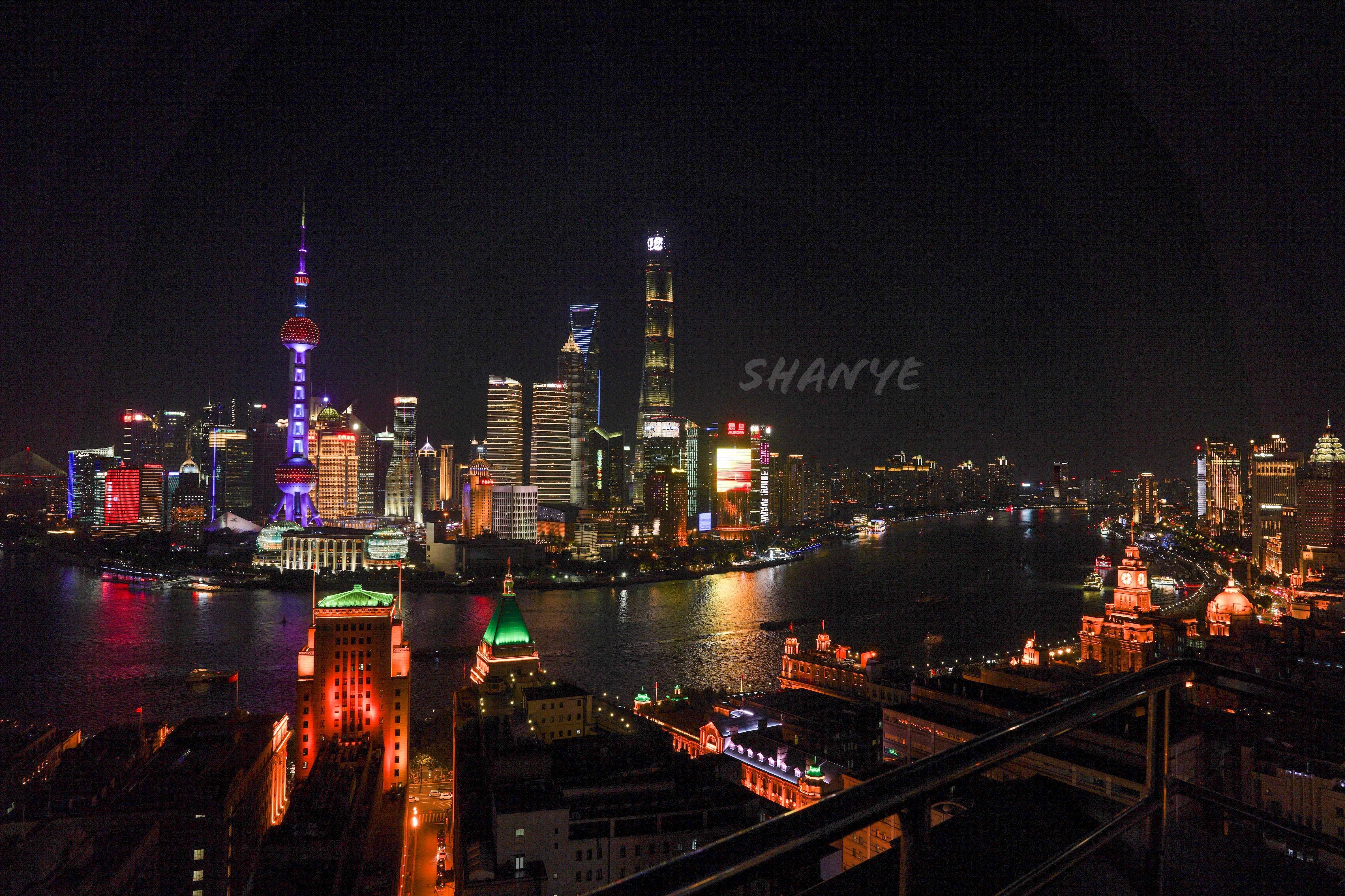 上海外灘から高層ビルの夜景