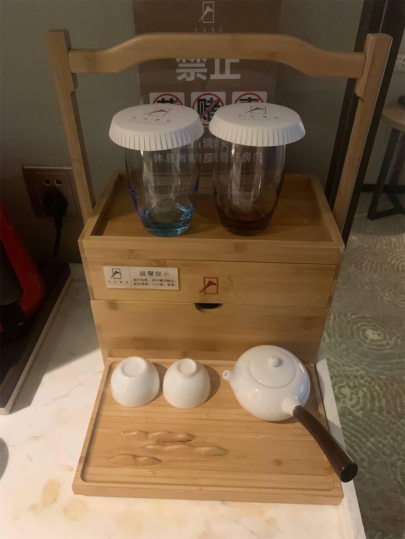 貴州省旅行5日間安順半山酒店部屋のオブジェ