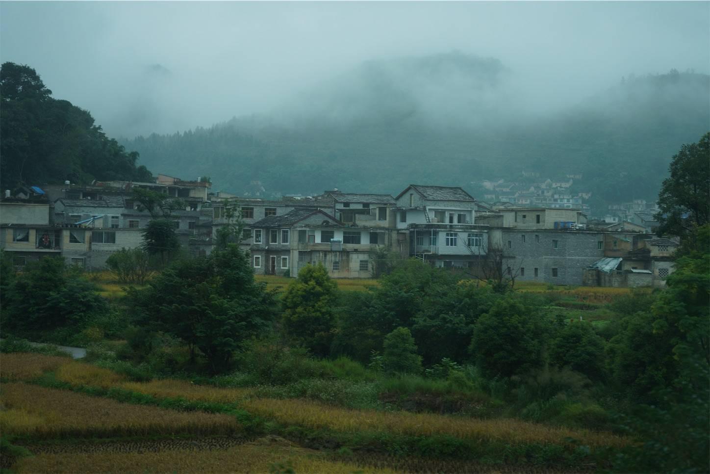 貴州省旅行5日間,安順から興義までのバスの車窓から1