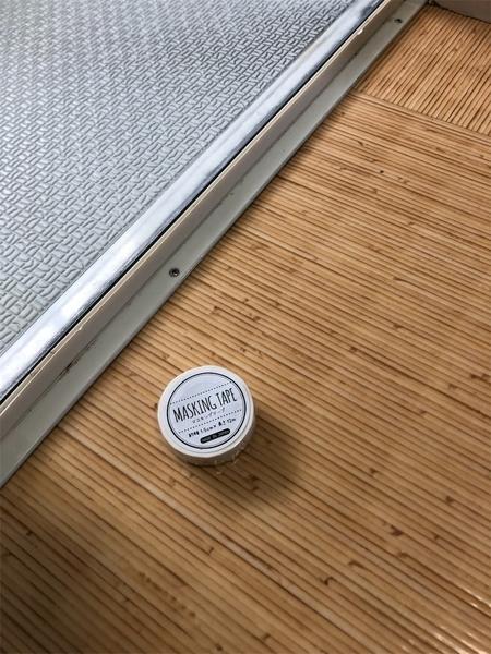 お風呂場のドア枠をマスキングテープで綺麗なままで!