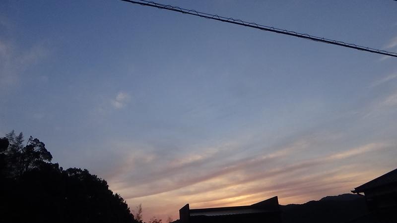 空の朝焼け写真