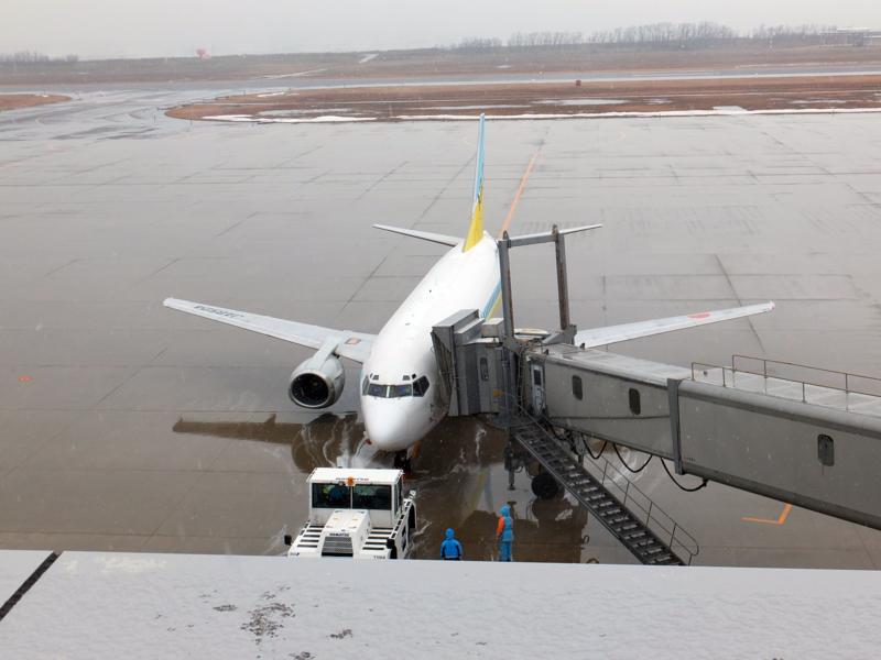 新千歳空港へ向かうAIR DO機