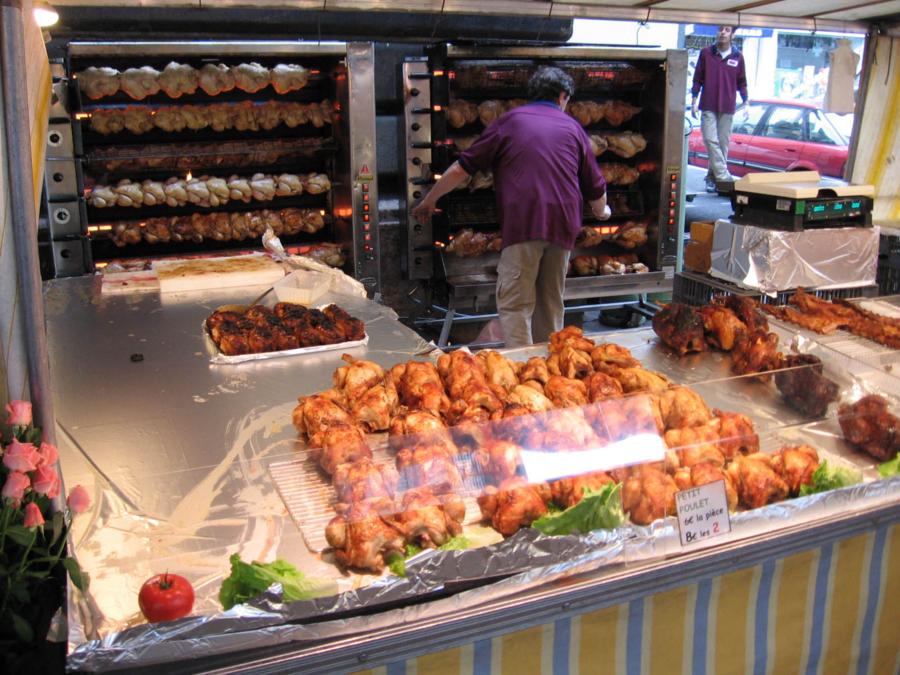 パリの朝市 チキン丸焼きたくさん