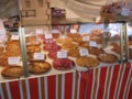 パリの朝市 ケーキたくさん