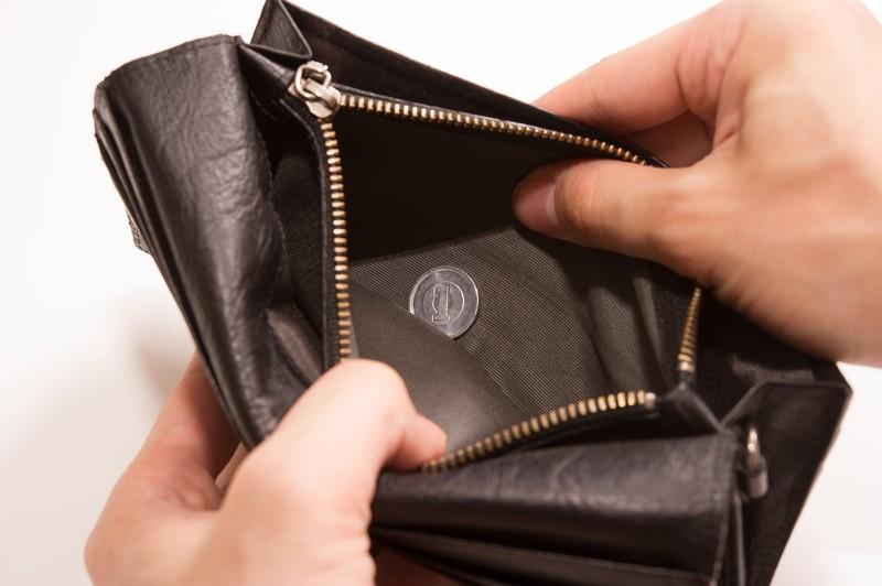 財布の中身がすっからかんな画像