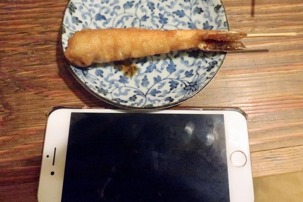 iPhoneと比べると大きさが伝わるだろうか。。。