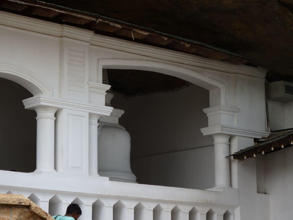 ダンブッラ石窟寺院の仏舎利塔