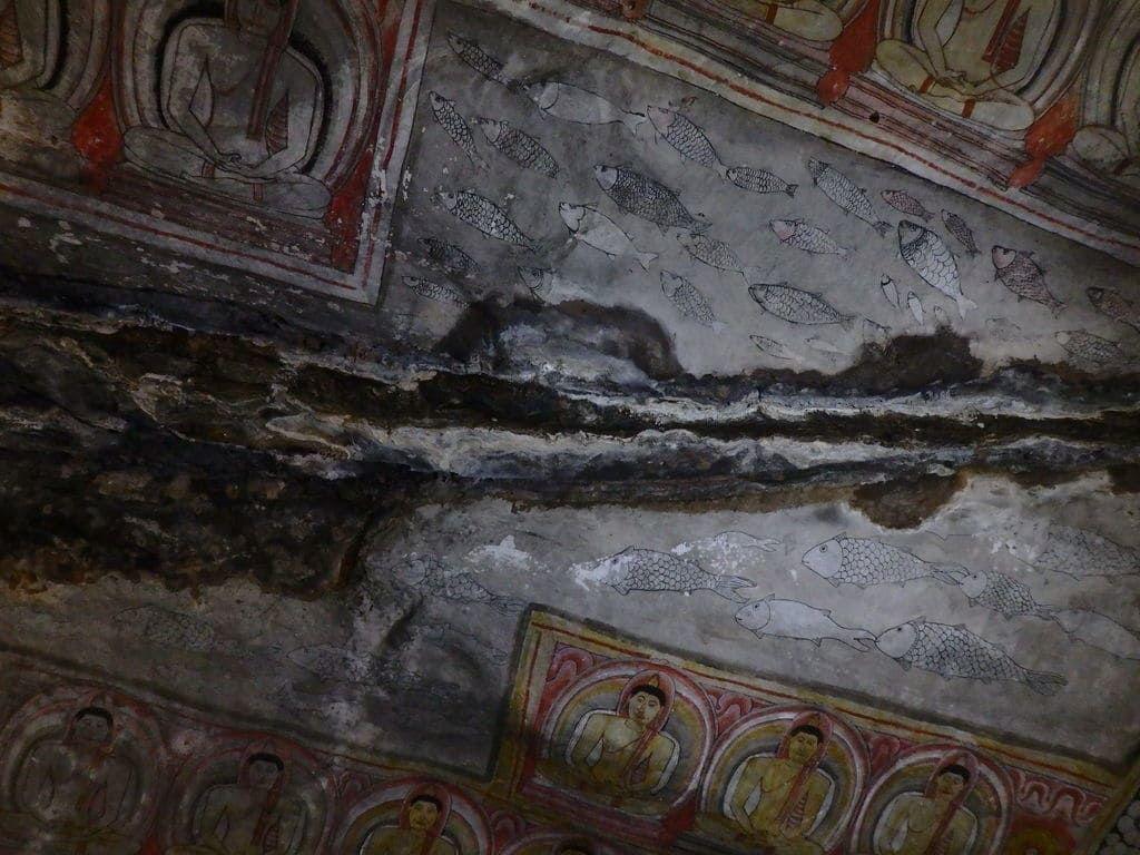 ダンブッラ石窟寺院の第2窟 天井をつたう不思議な湧き水