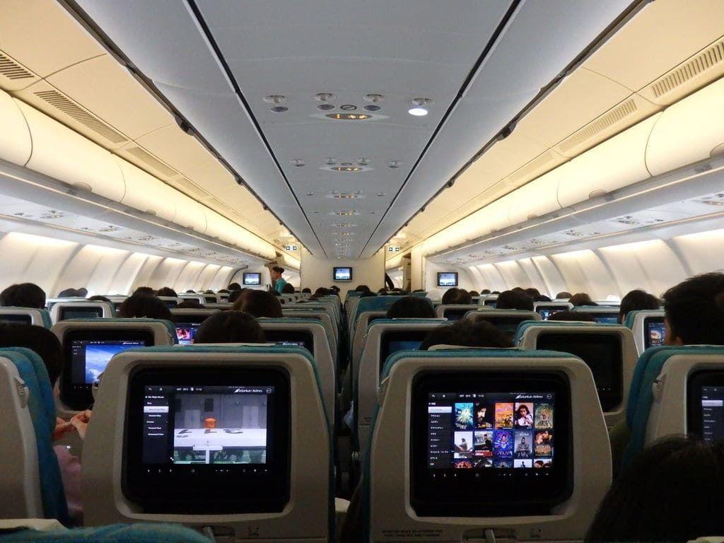スリランカ航空 UL455便(Airbus330-300)エコノミークラスの2列ー4列ー2列の座席配置
