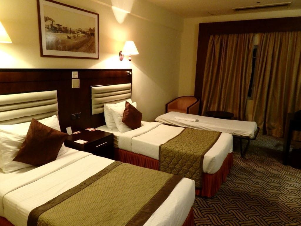ニゴンボ ラマダ カトナヤケホテルの室内(トリプルルーム)