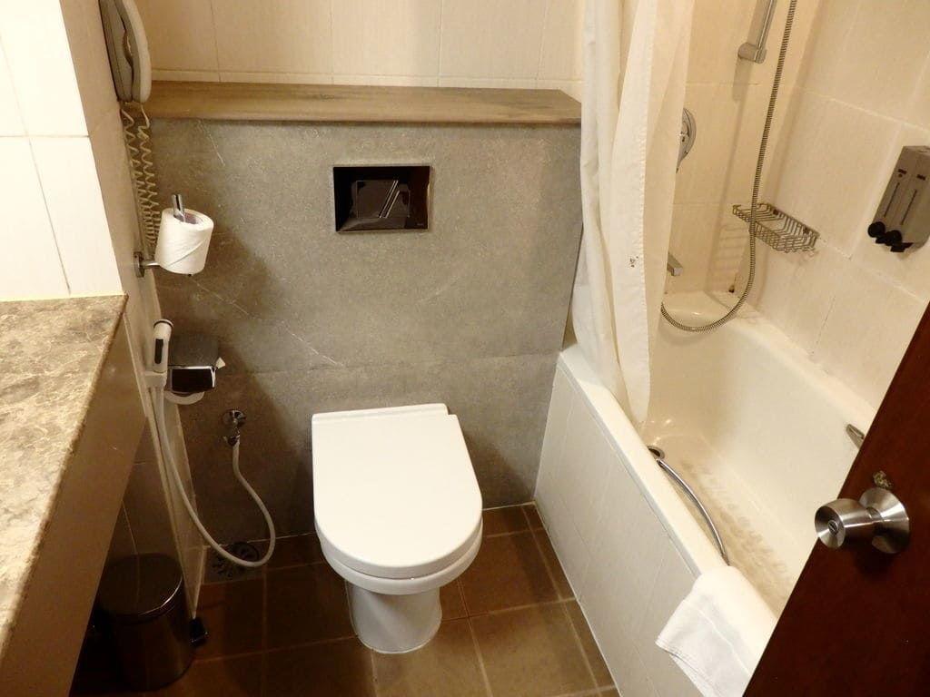 ニゴンボ ラマダ カトナヤケホテルのトイレ
