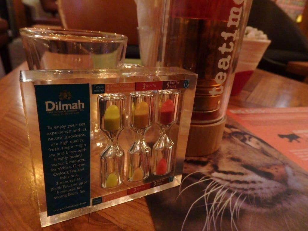 スリランカ旅行おすすめのお土産 紅茶 ディルマt-ラウンジカフェ 砂時計
