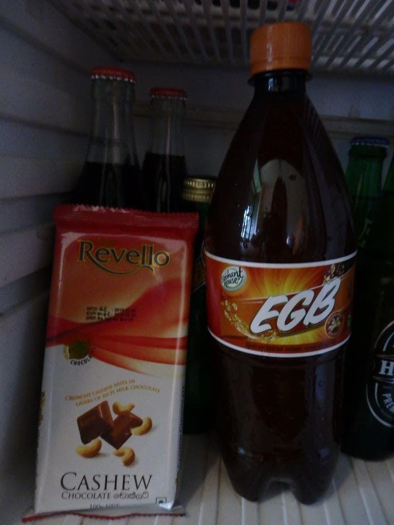 Revelloのカシューナッツチョコレート EGBというジンジャービア(ノンアルコール)