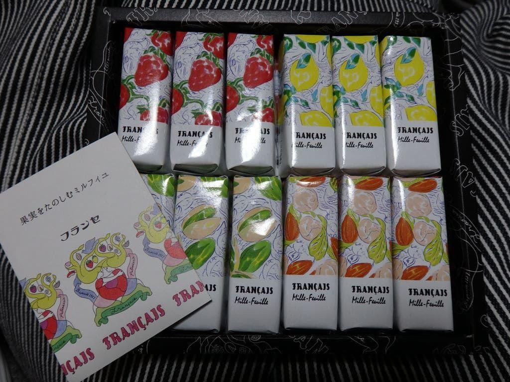 フランセ(Francais) 果実をたのしむミルフィユ4種の詰合せ12個入の箱を開けてみた