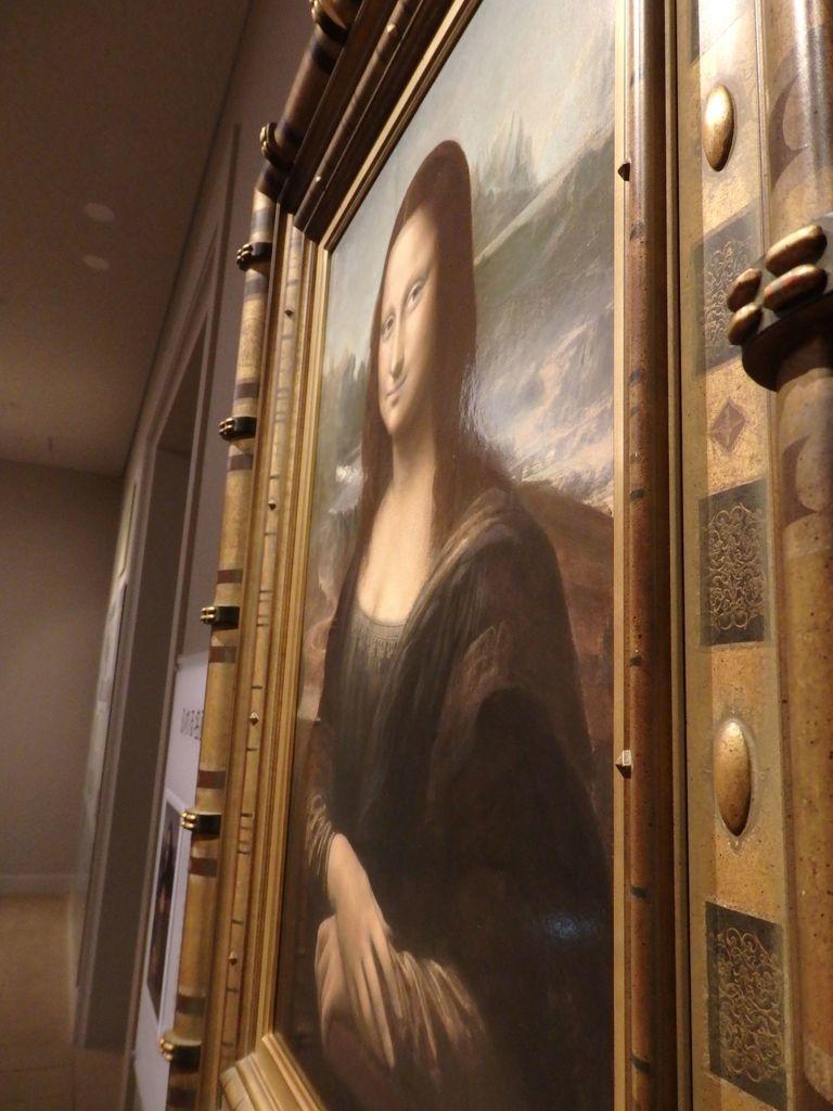 大塚国際美術館 「モナ・リザ」レオナルド・ダ・ヴィンチ 絵に近づいて右横から見てみると、口角がぐいっと上がりすぎて、鬼のような形相
