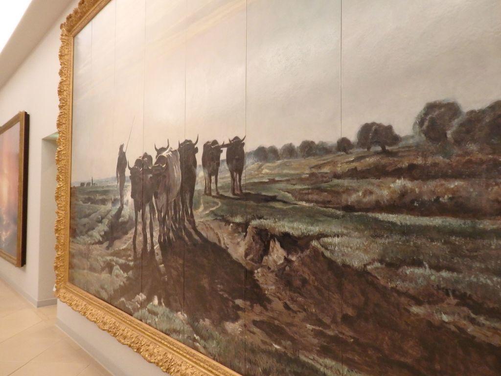 大塚国際美術館 「耕地へ向かう牛」トロワイヨン 作品の前を右から左へと歩いてみても、ずっと牛の頭がこちらを見ている遠近法